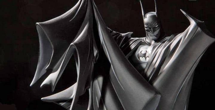 #SDCC2019 La estatua en blanco y negro de BATMAN basada en el arte de Todd McFarlane fue presentada en SDCC