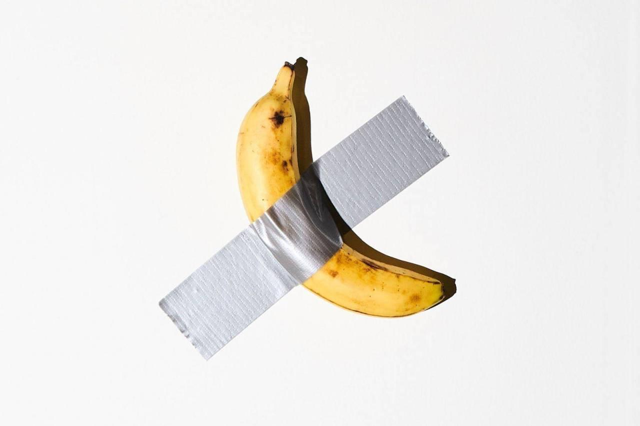 Art Basel: Una banana pegada a la pared se vende en $120 mil dólares