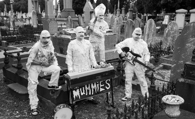 The Mummies llegan a IRRESISTIBLE en Ticketmaster Live.